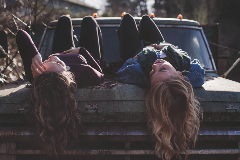girls-1209321_960_720